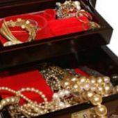 Украденные драгоценности на полмиллиона вор продал за 3 тысячи тенге