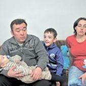В Актобе офицера пограничной службы вместе с детьми и беременной женой оставляют без жилья