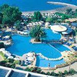 Отдых на Кипре: купание в море и катание на санях